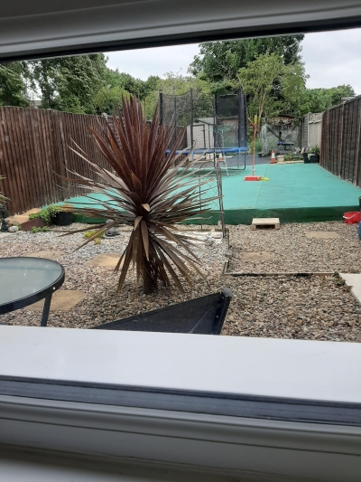 3 bed citizen house with large garden storage and parking