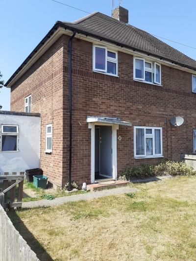 3 bedroom end of terrace house off rd parking. Large garden
