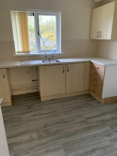 2 bedroom flat looking for 3 bedroom house