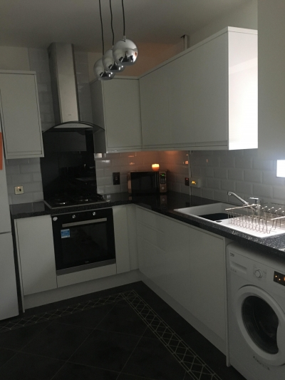 Lovely 3 bed house in quiet cul de sac brand new modern kitchen fitted