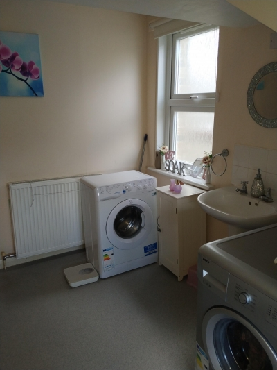 2 bed flat close to Penge East station.