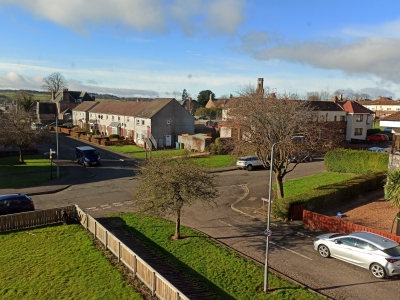 3 bed flat in Tillicoultry looking for 3 bed house in Larbert/Falkirk