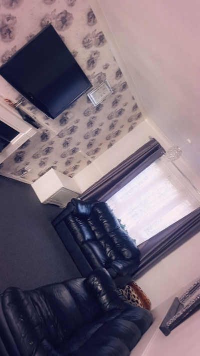 2 bed looking for a 3bed