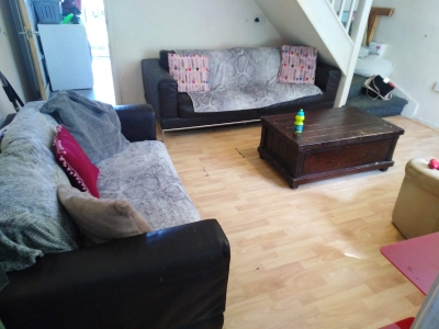 2 bed house South Cerney front and back garden drive for 3 cars 1 big bedroom an