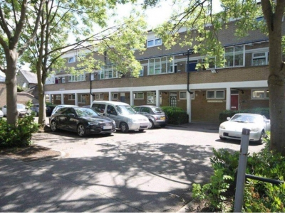 2 Bed Maisonette Looking for 2/3 bed house